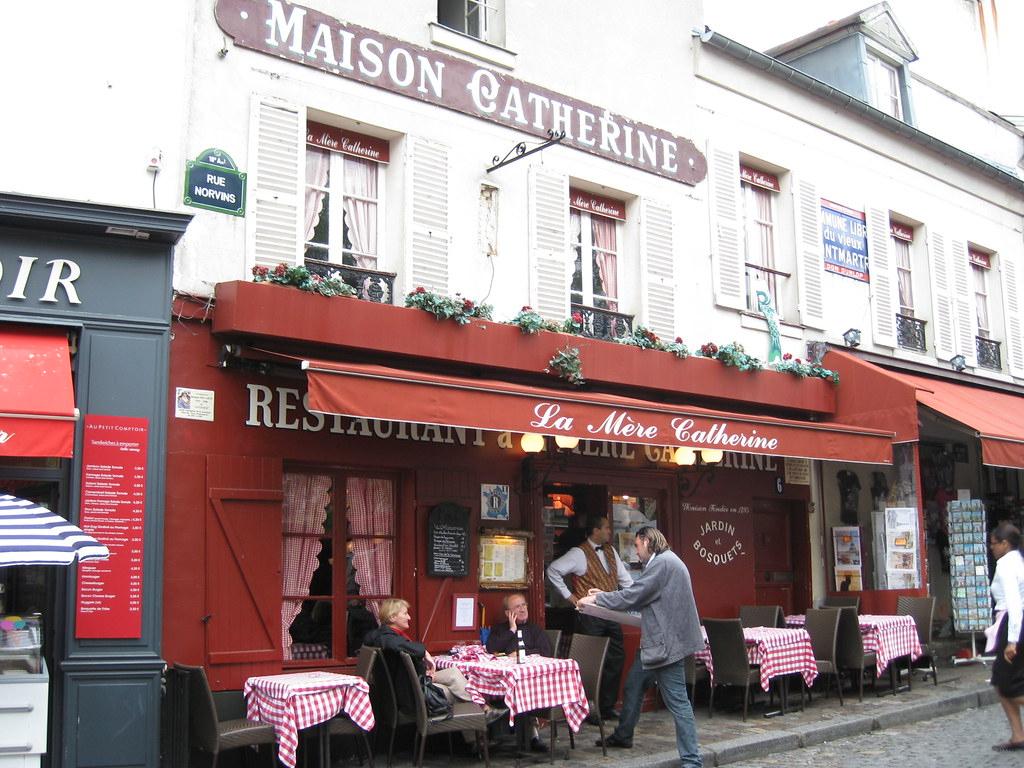 Maison Catherine En Place Du Tertre In Montmartre | One Of O ... à La Maison De Catherine