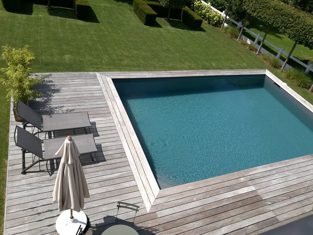 Piscine-Terrasse-Bois-Blue-Piscines-010 | Piscines Hydrosud ... intérieur Piscine Bois Composite