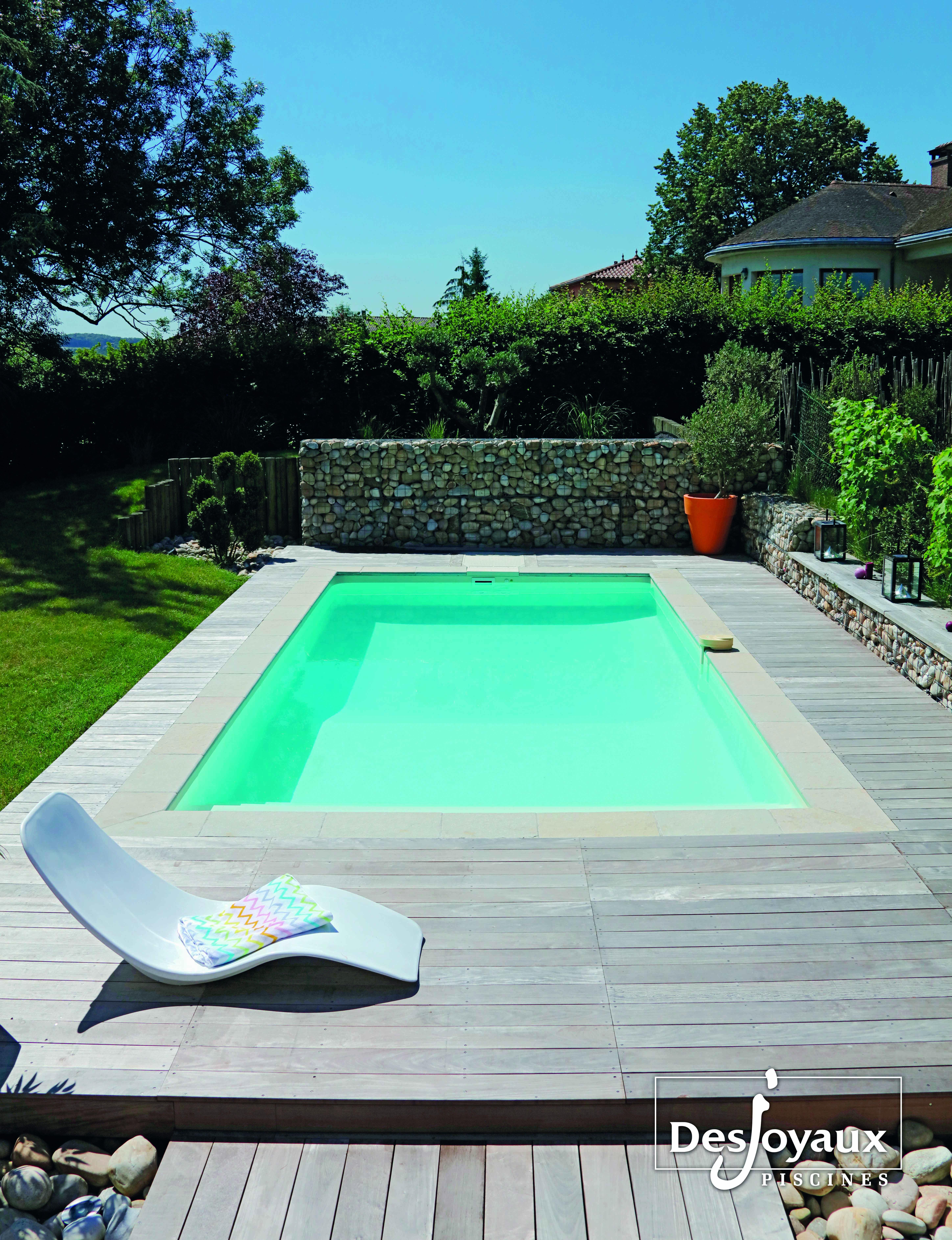 Plage Bois Autour De Cette #piscinerectangulaire De 7 M X ... serapportantà Dalle Autour Piscine