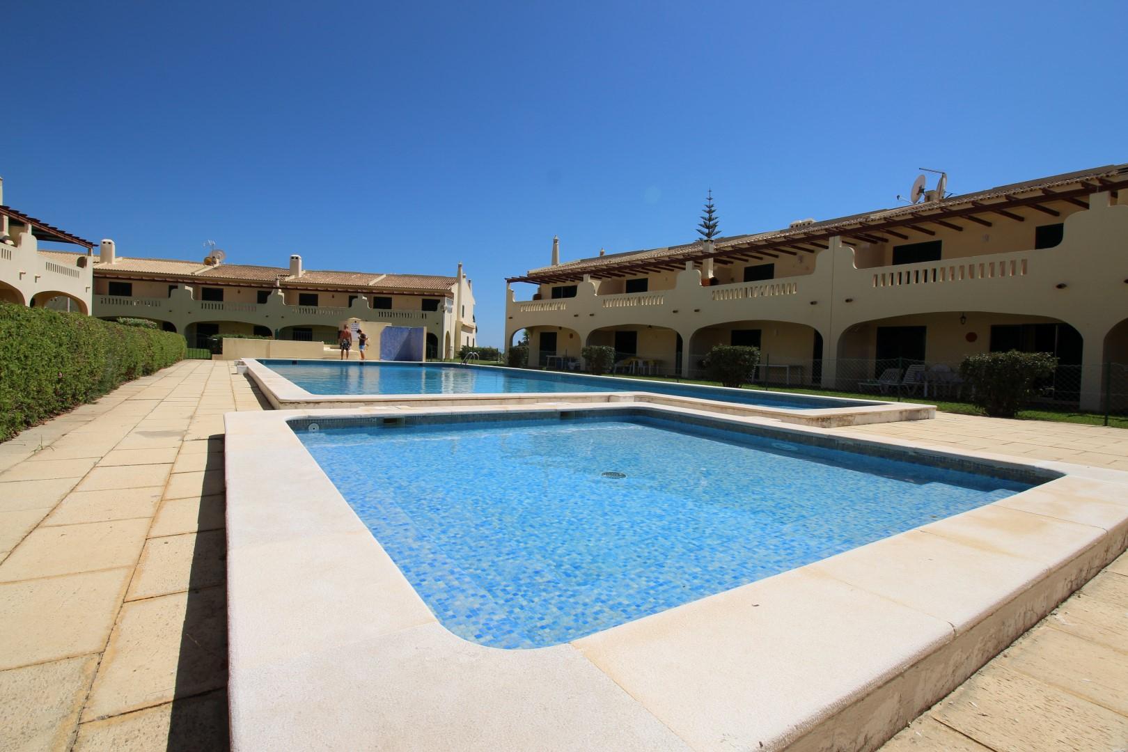 Rent Apartment 6 Guests In Porches, Algarve Portugal ... concernant Terrasse Avec Piscine