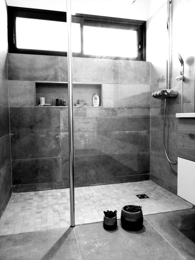 Salle De Bain Moderne : 30 Idées Pour Vous Inspirer ! - Kozikaza tout Salle De Bain Moderne Grise
