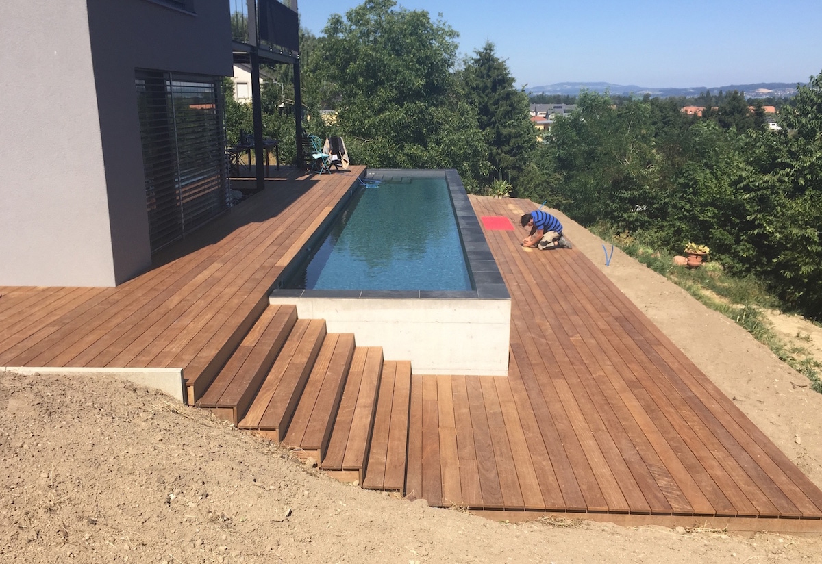 Terrasse En Bois Ipé Et Entourage Piscine Avec Escalier - As ... pour Terrasse Avec Piscine