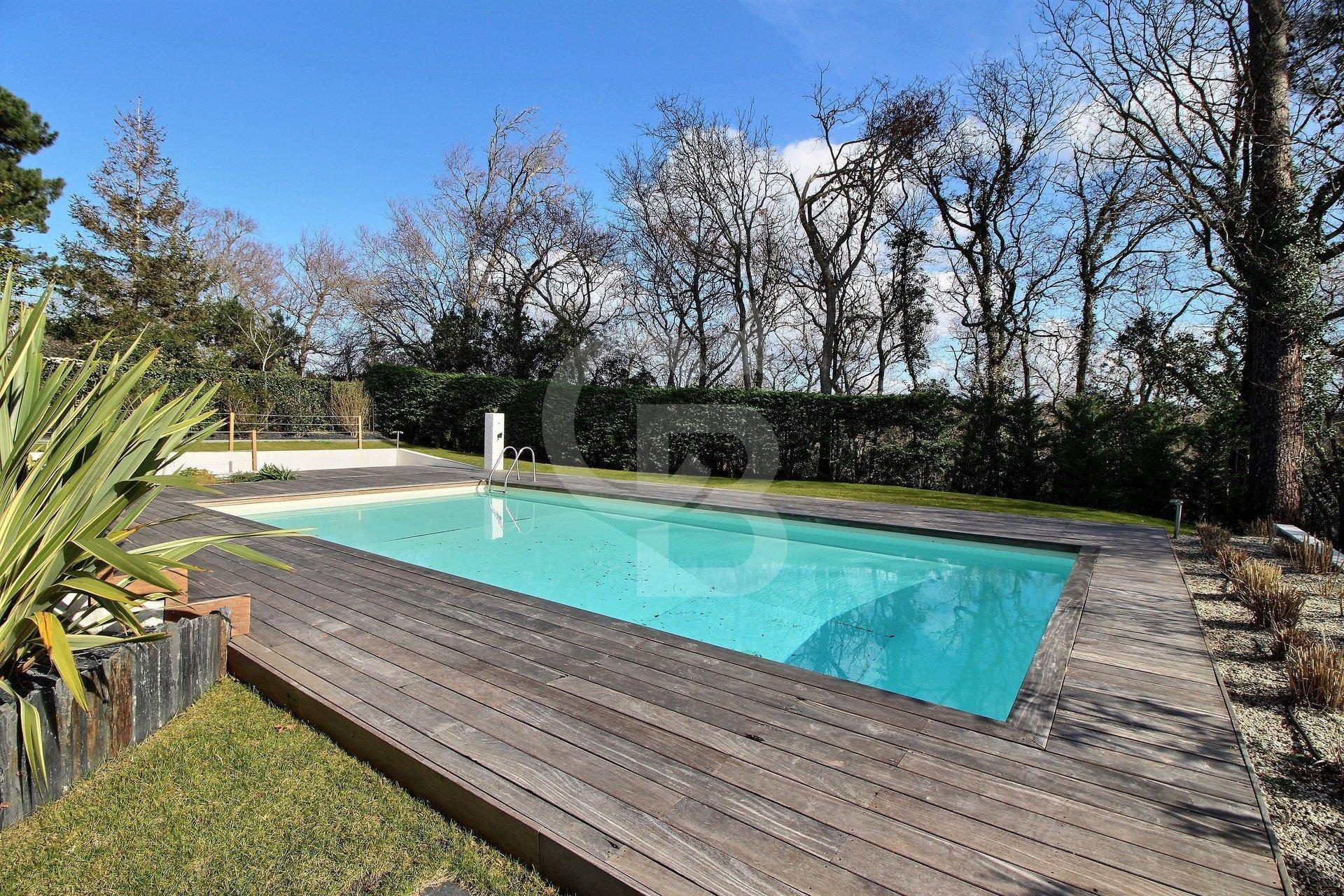 Très Grande Et Magnifique Villa Avec Piscine Réf. Sc2-2104 pour Piscine Meru