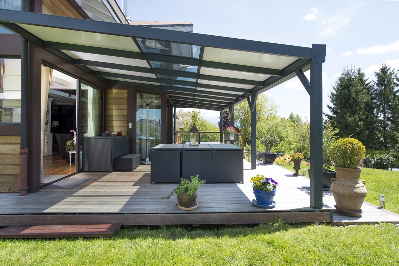 Une Terrasse Couverte Moderne : Combien Ça Coûte? - Guide ... à Abri De Terrasse Ferme