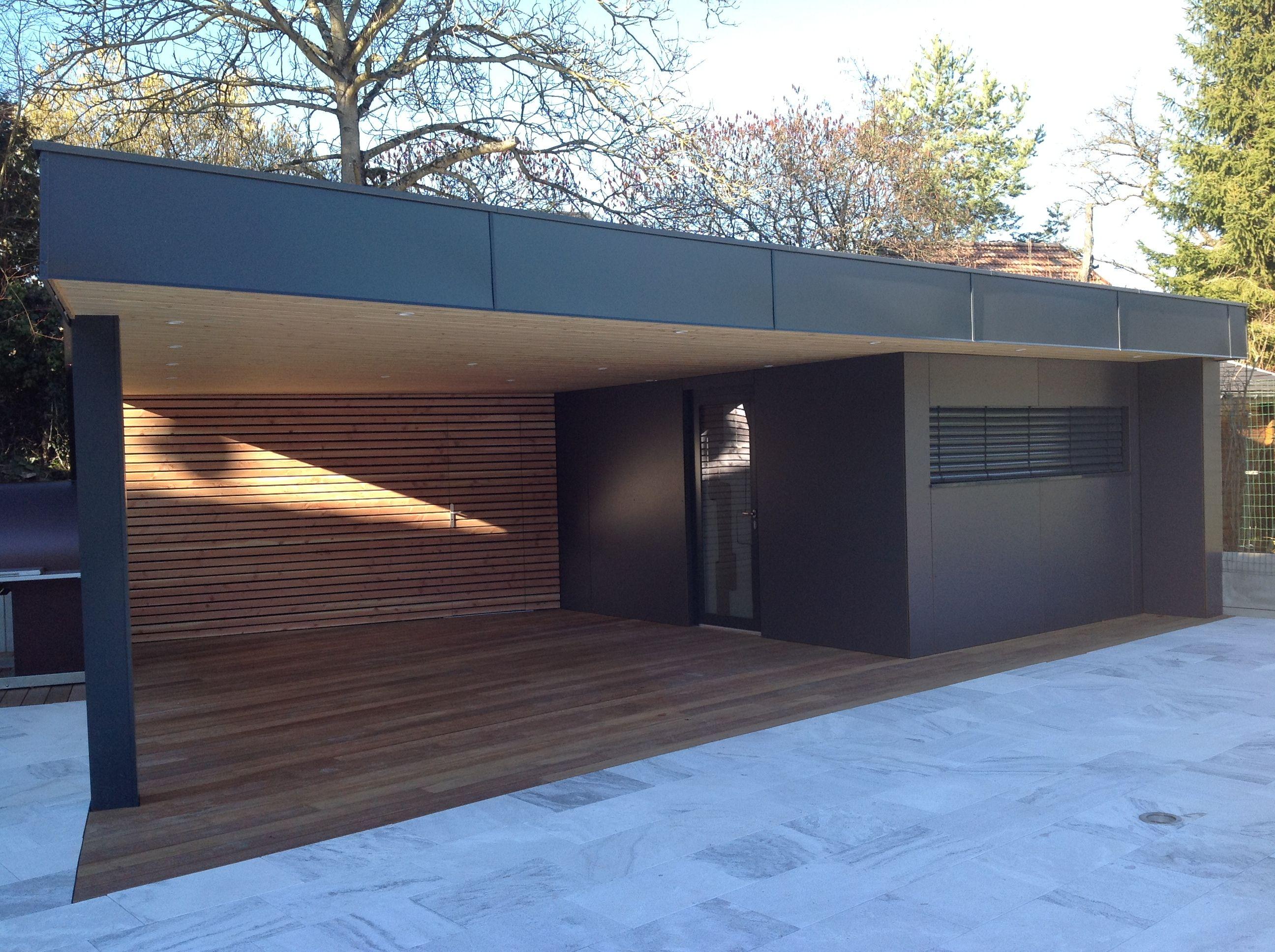 Vue De Face De La Construction D'un Abri De Jardin En Bois ... tout Abri Jardin Design
